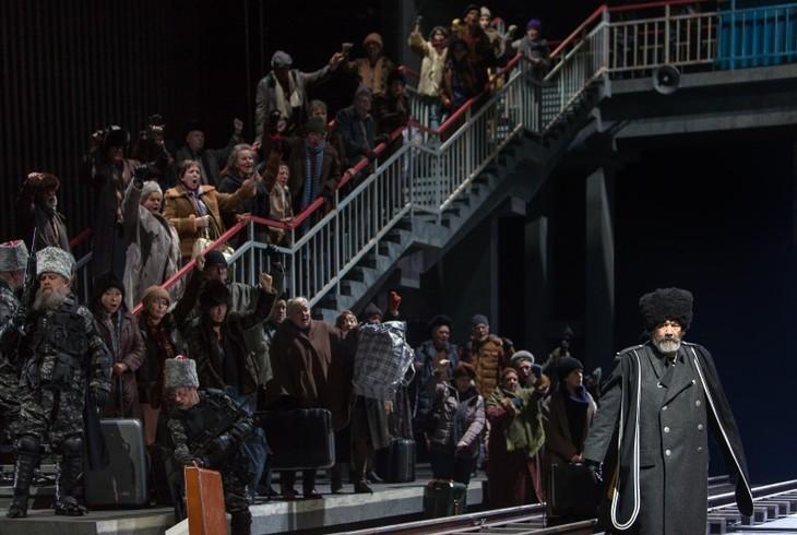 Chor und Extrachor des Theater Basel, Bryony Dwyer, Vladimir Matorin