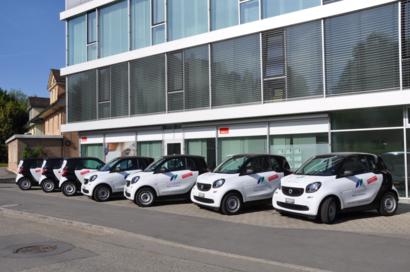 Smart Fahrzeug-Park vor dem Spitex Lernzburg Geschäftssitz
