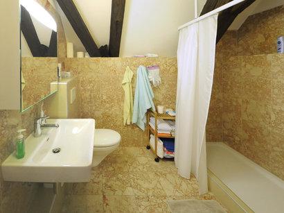 Im Haus Engel gibt es verschiedenen sanitäre Anlagen, aber alle Bäder und WC sind funktional und sicher ausgestattet.