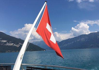 Und die Fahne flattert fröhlich im sommerlichen Fahrtwind