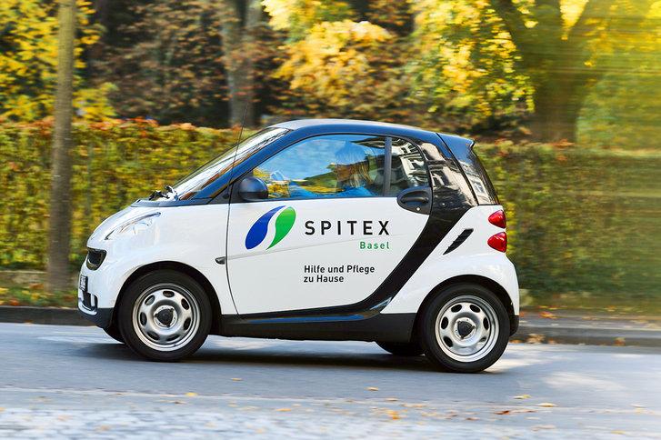 Spitexpress Auto von SPITEX BASEL unterwegs zu einem Notfall Einsatz